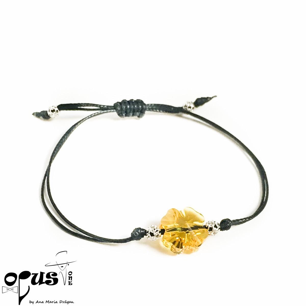 Bratara cu snur negru si trifoi galben
