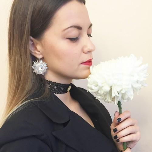 Cercei floare albi