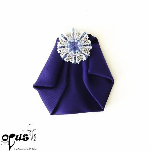 Papion brosa bleumarin cu cristale