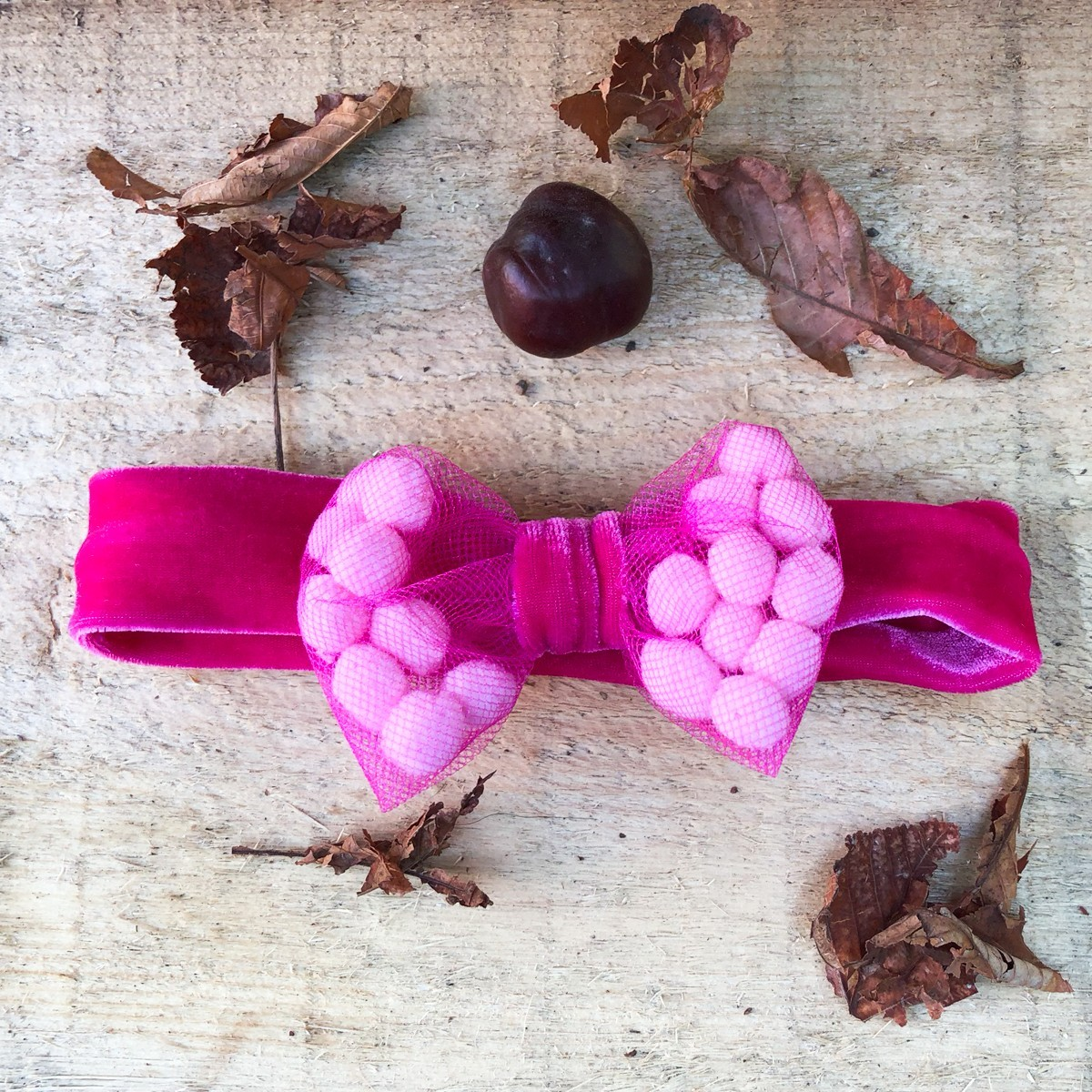 Bentita de par din catifea cu accesorii roz pentru fetite