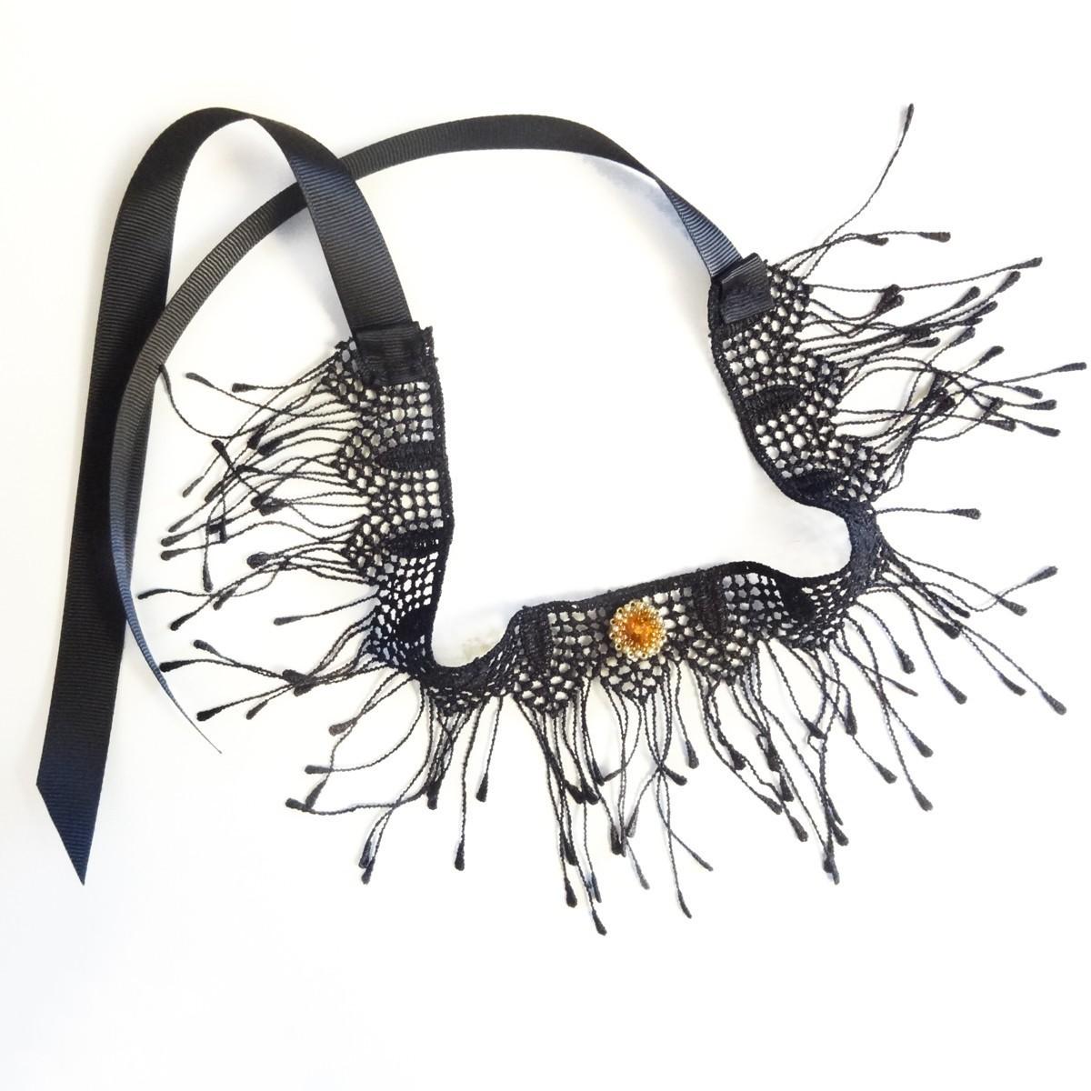 Choker negru elegant cu accesoriu