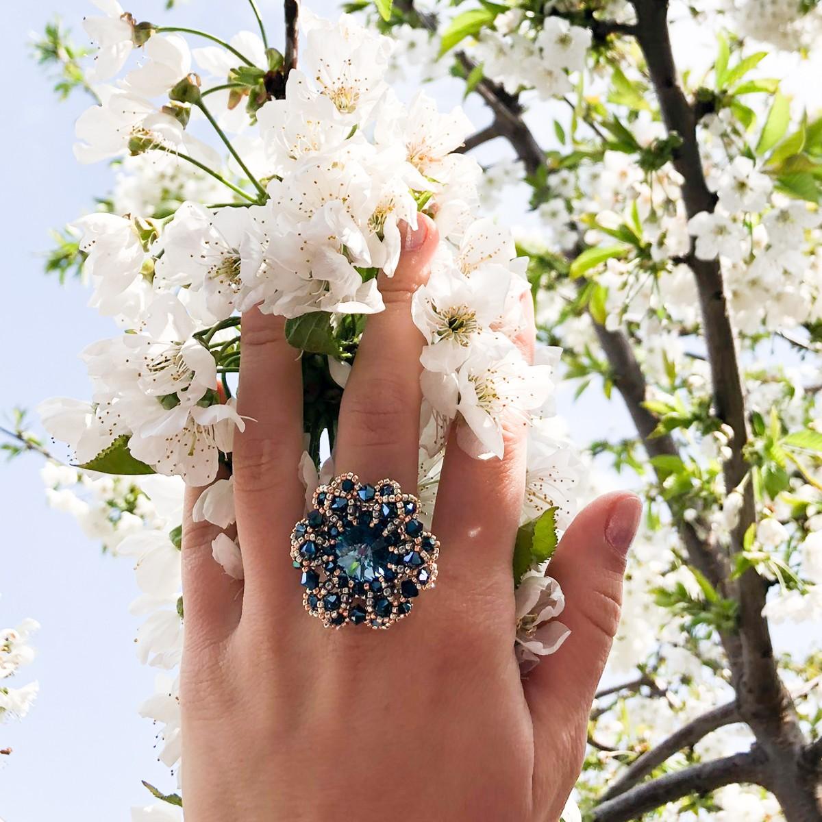 Inel albastru elegant cu cristale AVE