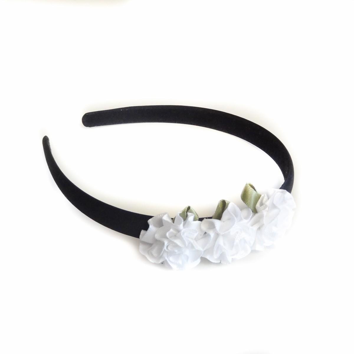 Cordeluta de par neagra cu flori albe